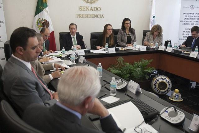Senadores se aprietan el cinturón al reducir 100 pesos mensuales su dieta y bocadillos