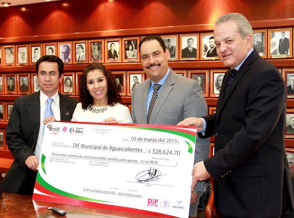 Entrega el PFNSM 328 mil 624 pesos de donativo al DIF del @MunicipioAgs