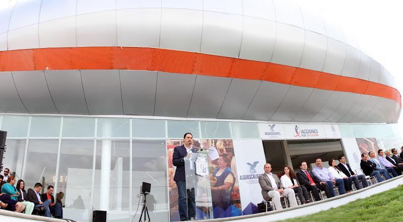 Entrega alcalde del @MunicipioAgs mercado en VNSA