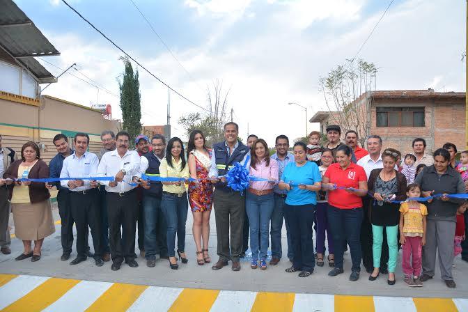 Entregan alcalde de @Jesus_Maria_ obras en Villas de Guadalupe y Brownsville