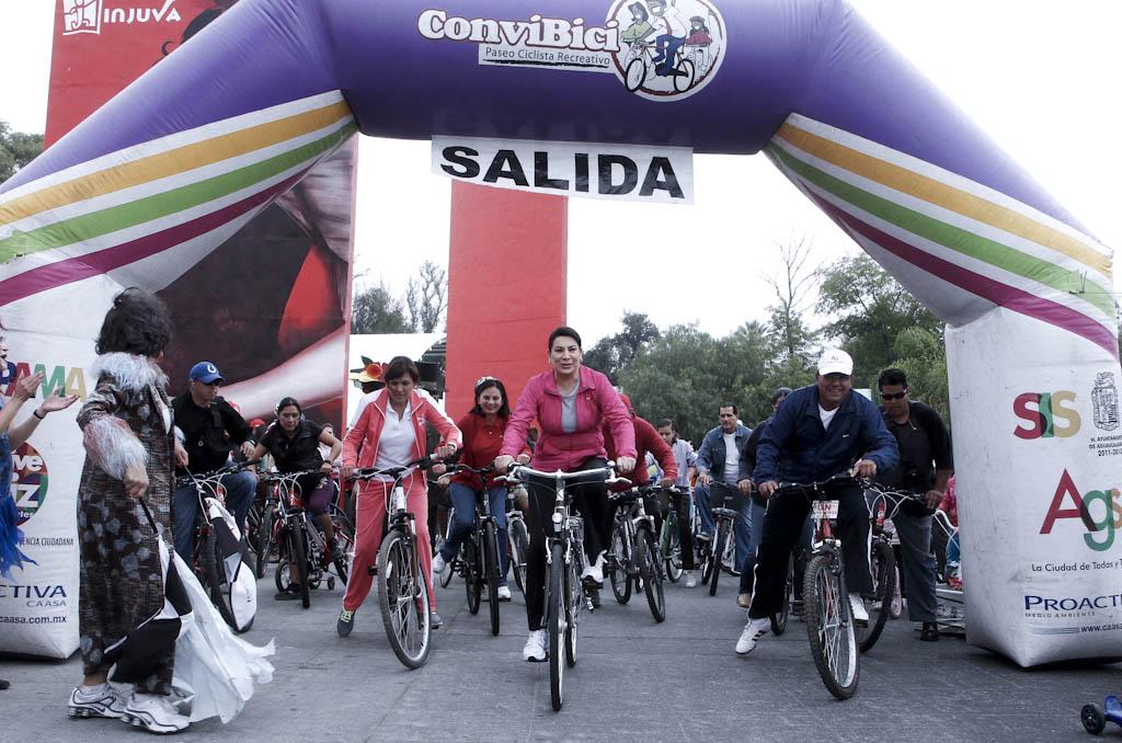Pide @bicicalidos a políticos y gobernantes no simular el uso de la bicicleta
