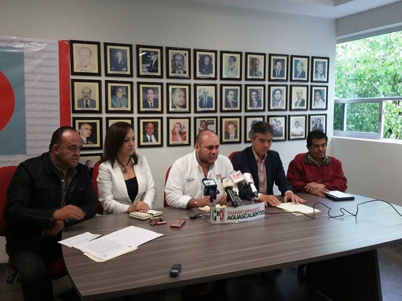 Llama @PacoGuel cobardes a diputados panistas