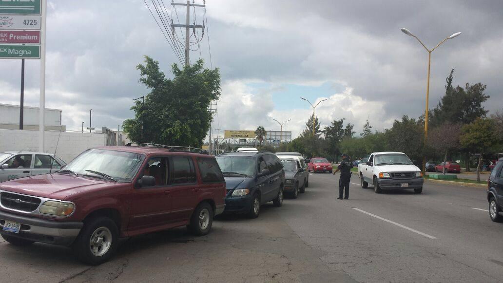 Operativo por compras de pánico y caos vial en gasolineras