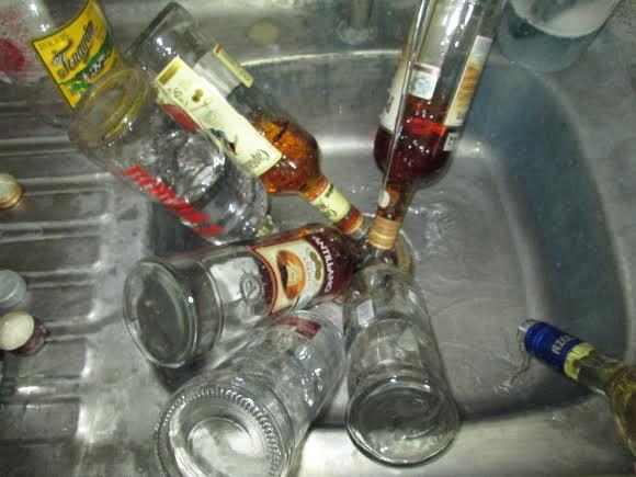 Destruyen muestras de alcohol supervisadas durante la FNSM