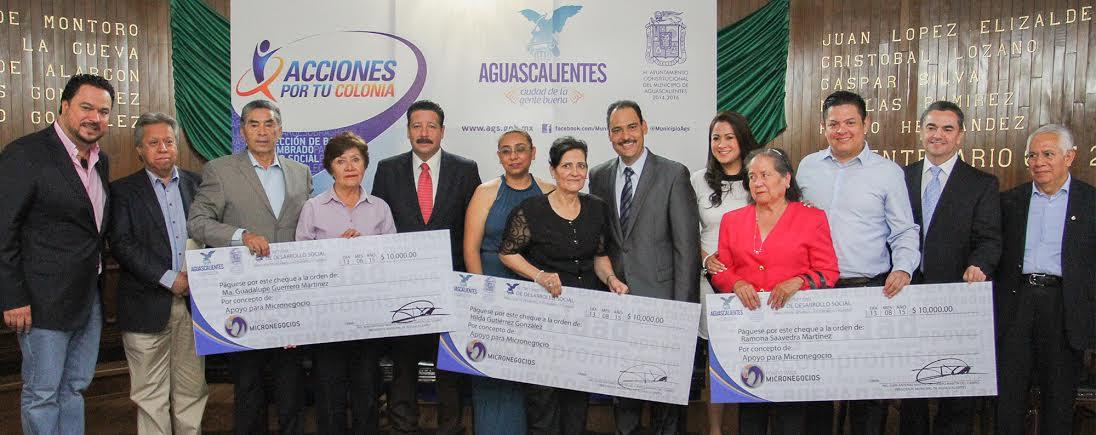 Entrega el @MunicipioAgs apoyos para microempresarios