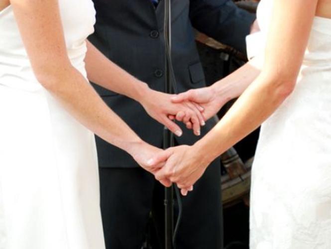 Anuncia @rdzoswaldo primer boda lésbica-gay en Aguascalientes