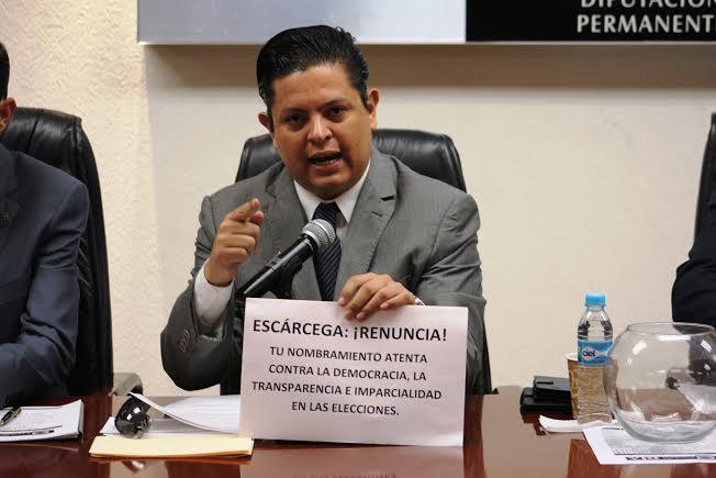 Escárcega debe renunciar a Fiscalía Electoral: @MarioMichaus