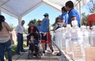 Regala agua el Ayuntamiento de @Jesus_Maria_ a peregrinos