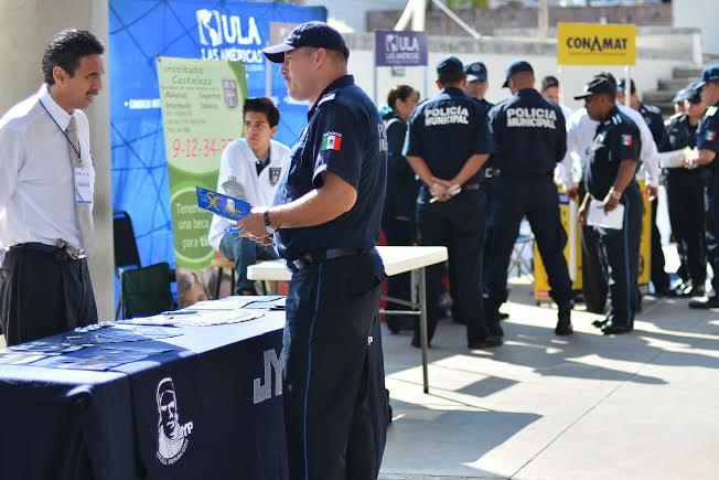 Expo-oferta educativa para policías del @MunicipioAgs