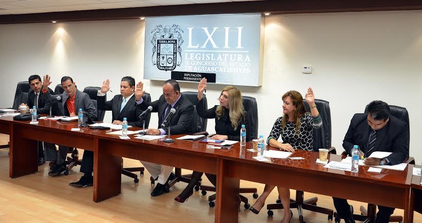 Agarrón de @MarioMichaus con @verosanchezpri por el tercer informe de @EPN