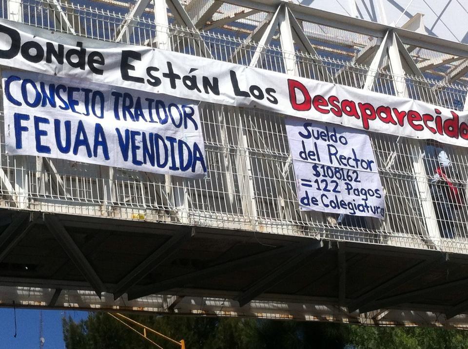 Protestan contra sueldo del rector de la @UAA_MX, el Consejo, FEUAA y Desaparecidos