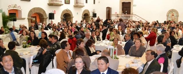 Reconocen trayectoria laboral en @SaludAgs