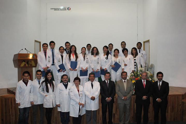 Entrega HH nueva generación de médicos becarios de pregrado