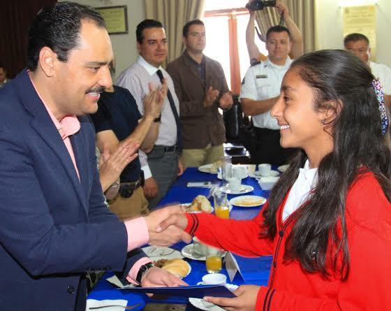 67 mdp ha destinado el @MunicipioAgs en becas de fomento educativo