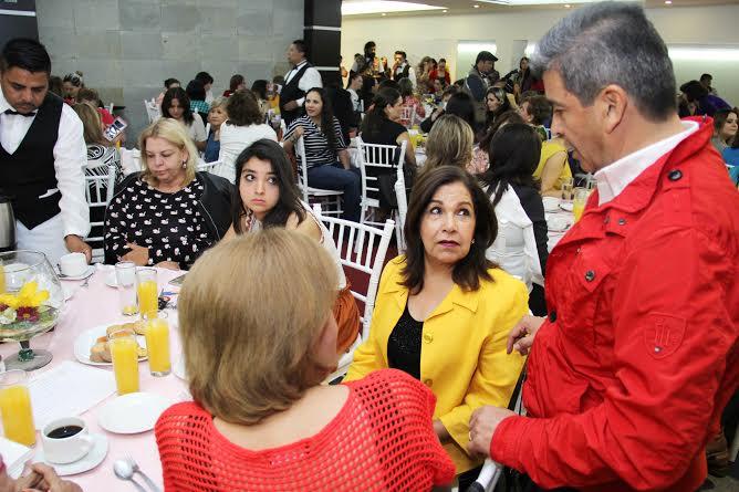 Respaldan mujeres el proyecto de Ríos Alba