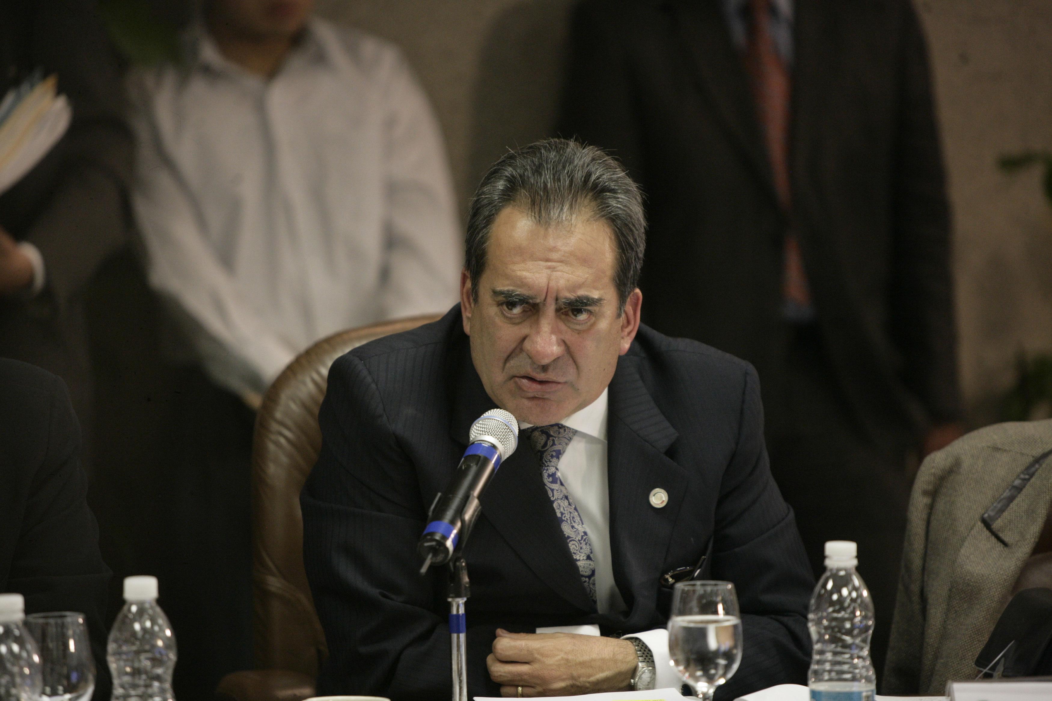 Sienta cabeza el Gobernador Lozano