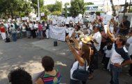 Protestan en el PRI por Iniciativa de EPN