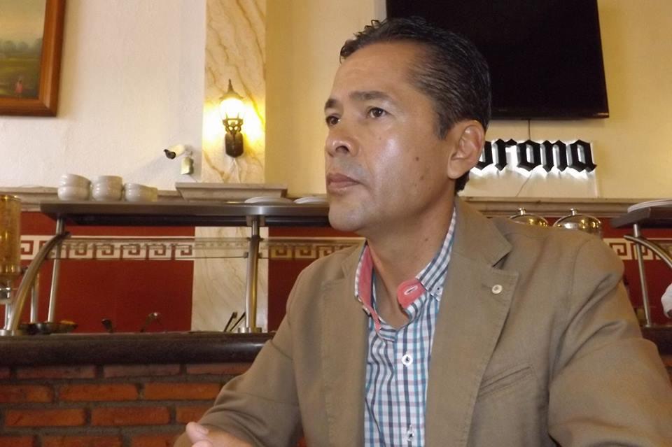 Critica ex alcalde sueldos y gastos de senadores y diputados