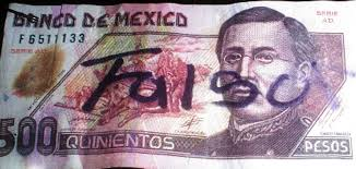 Acusan a bancos por billetes falsos