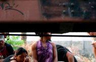 Guardias de NISSAN apedrean a indocumentados
