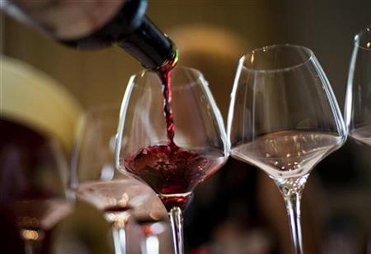 Buscan rescatar la industria vitivinícola
