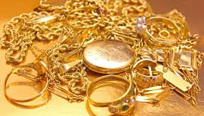 Activista pide no comprar oro porque daña a la tierra