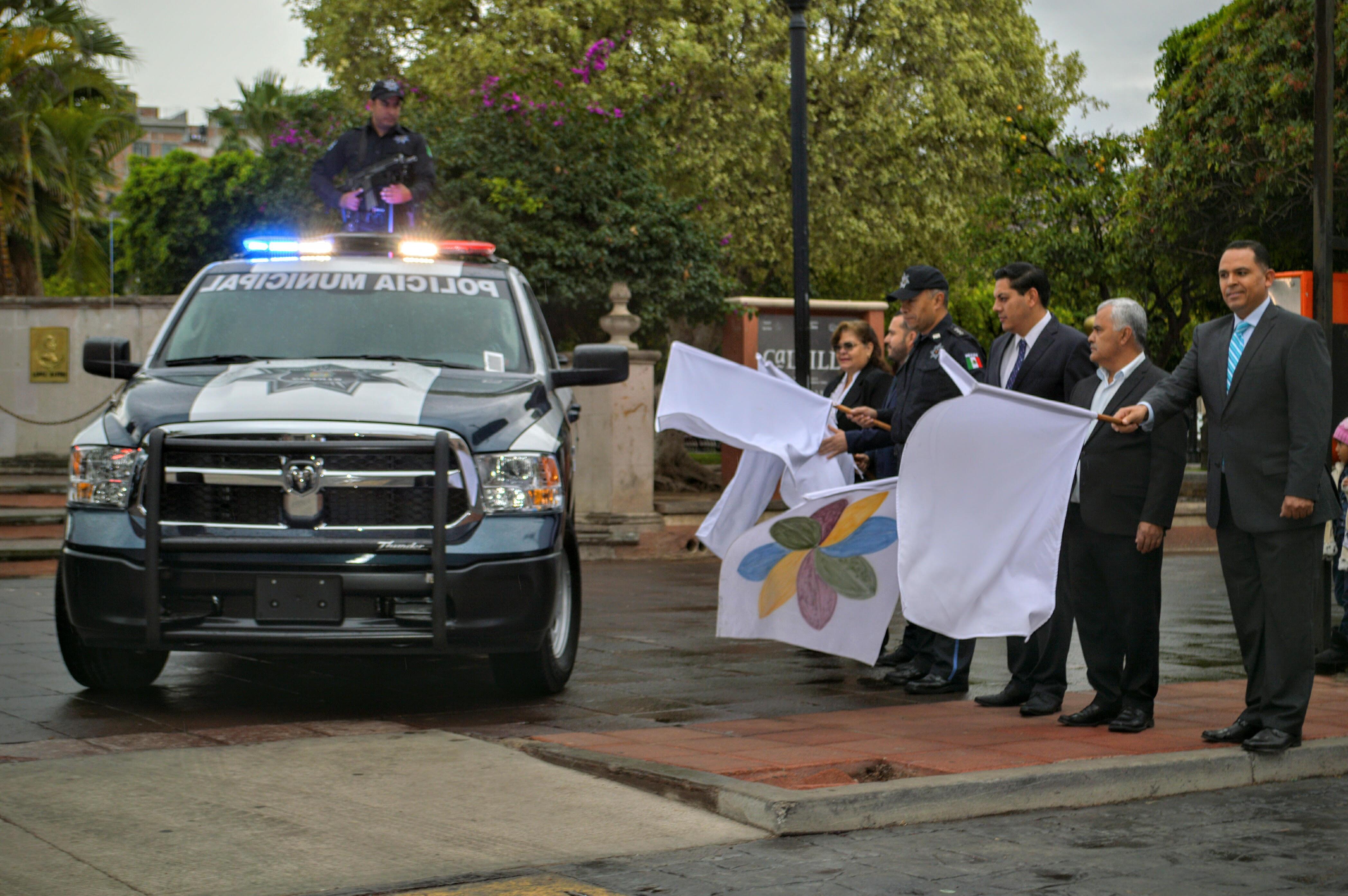 Equipan policía del @MpioCalvillo