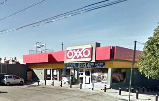 Lozano promovió instalación ilegal de tiendas de conveniencia