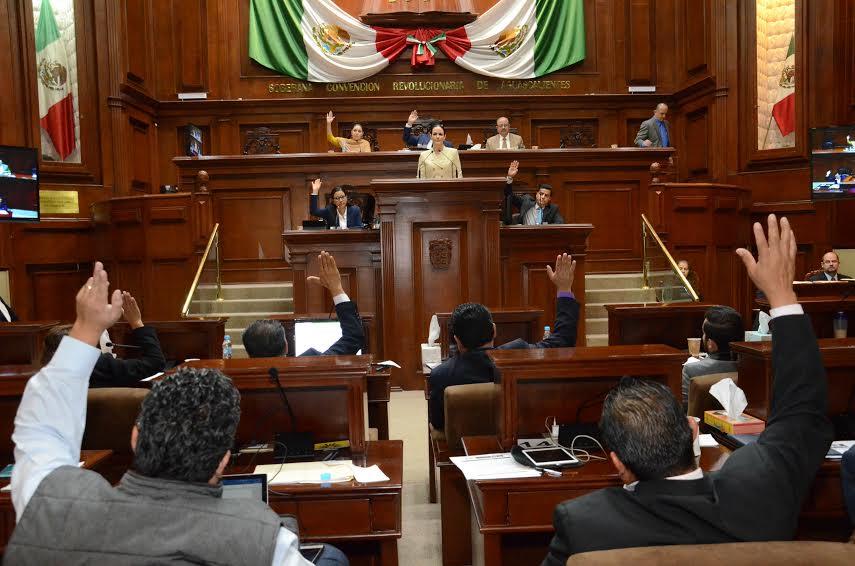Reciben 11 mil de aguinaldo por tres quincenas legisladas