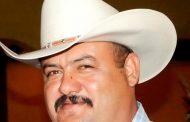 Ex Alcalde dice que corrió a servidores por flojos