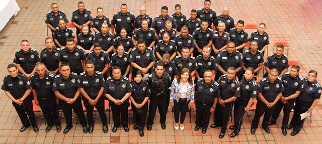 Desconoce alcaldesa sueldos de sus policías