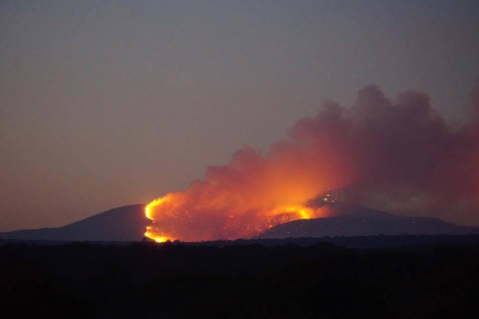 Ahora se incendia «El Cerro de los Gallos»