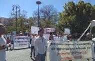 Protestan normalistas contra líder del SNTE