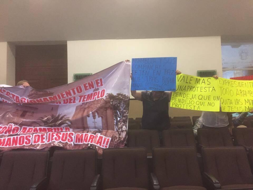 Protestan en Congreso por proyecto de estacionamiento en Jesús María
