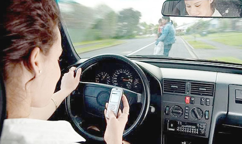 Multas por uso de celular conduciendo no bajan los accidentes