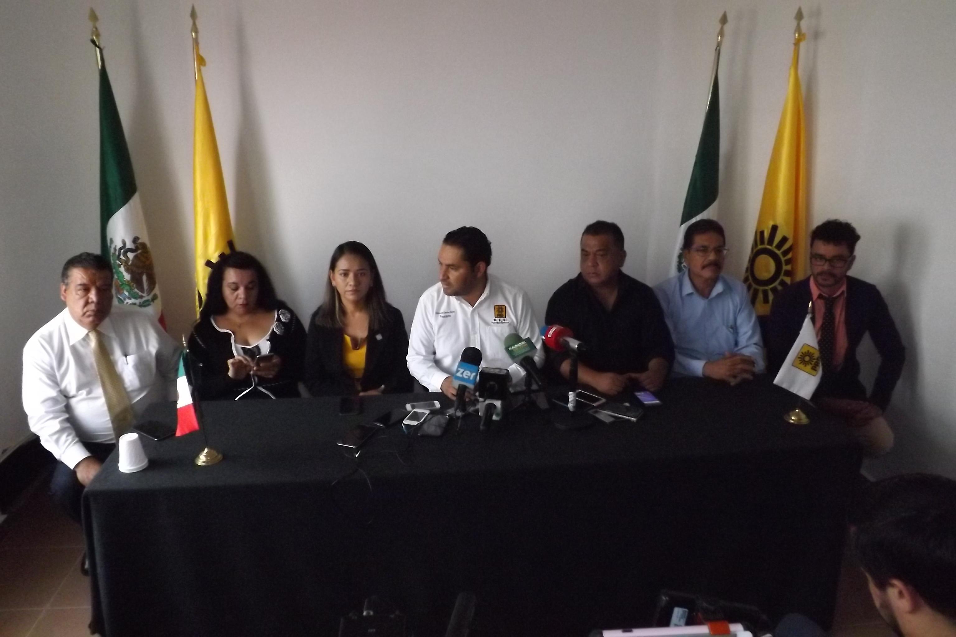 Respaldan corrientes internas del PRD el FAD
