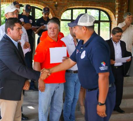 Reconoce alcalde labor de bomberos y P. Civil en Calvillo