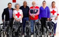 Entrega DIF municipal sillas de rueda en donación