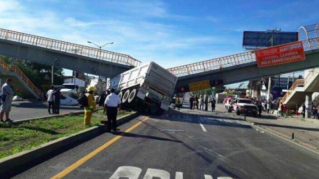 Saldrá caro el derribo de puente peatonal