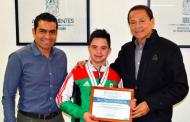 Entrega IDEA reconocimiento a Alejandro Gutiérrez