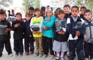 Entrega IEA 10 mil uniformes en zonas de pobreza