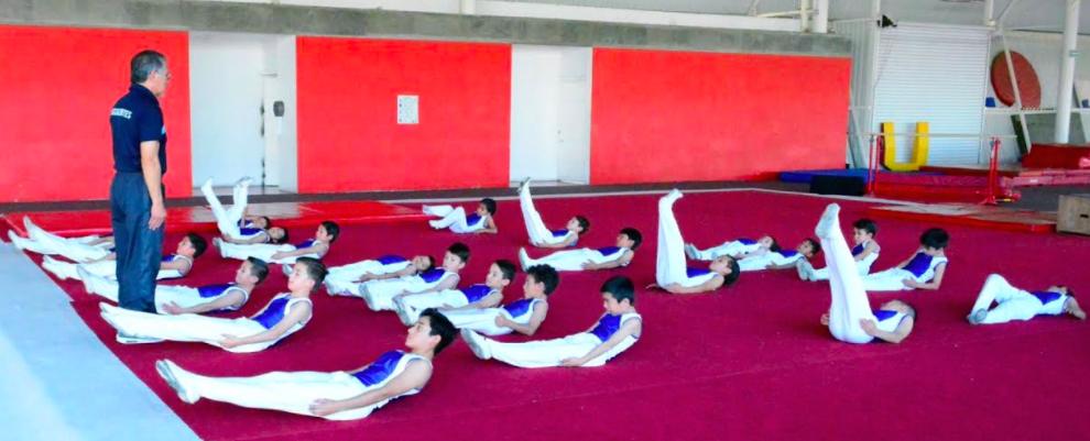 Realiza exhibición  grupo infantil varonil de gimnasia