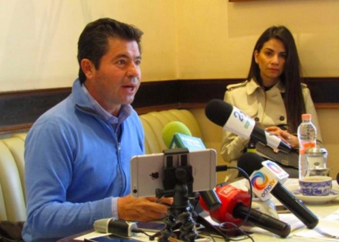 "Lorena compró chalecos ""pirata"", acusa Jorge López; la ex alcaldesa desmiente"