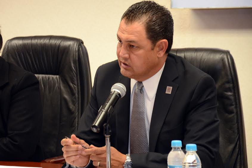 Pospone Jaime González licencia al cargo de diputado