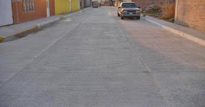 Dotan de pavimento a la colonia La Escalera en Jesús María