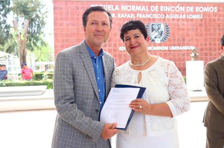 Renuevan Dirección en Normal de Rincón de Romos, alumnos calman protestas