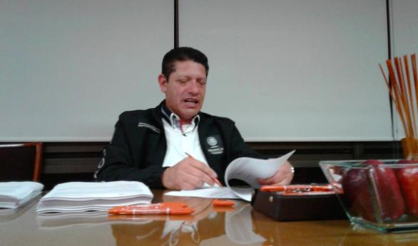 Acusan gasolineros a Salvador Farías de encabezar red de extorsionadores