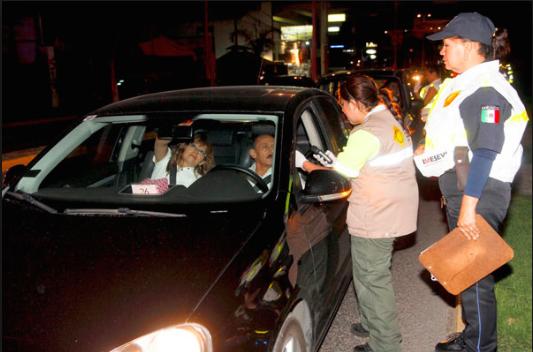 Suman 365 conductores multados por caer en el torito
