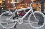 Colocan nueva bicicleta blanca por muerte de ciclista