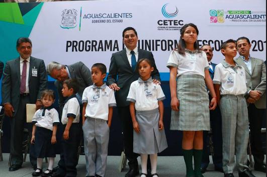 Zarco impugna elaboración de uniformes escolares gratuitos